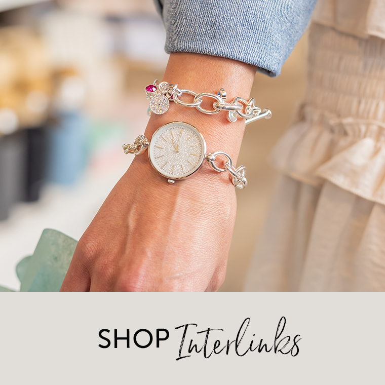 Woman wearing Interlinks Bracelet and accents